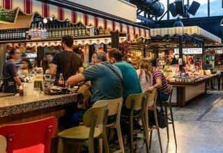 Aliments et boissons au marché Sarona